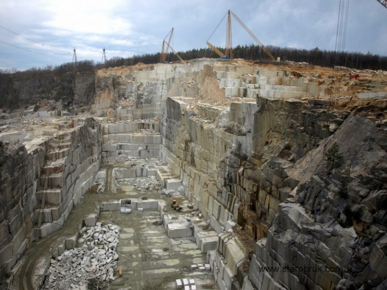 Obrazek posiada pusty atrybut alt; plik o nazwie kopalnie-granitu-www.starobruk.com_-768x576-1-3.jpg